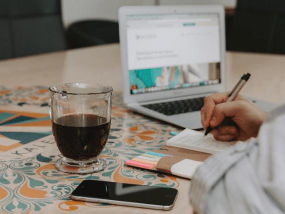 Un entrepreneur crée son ebook