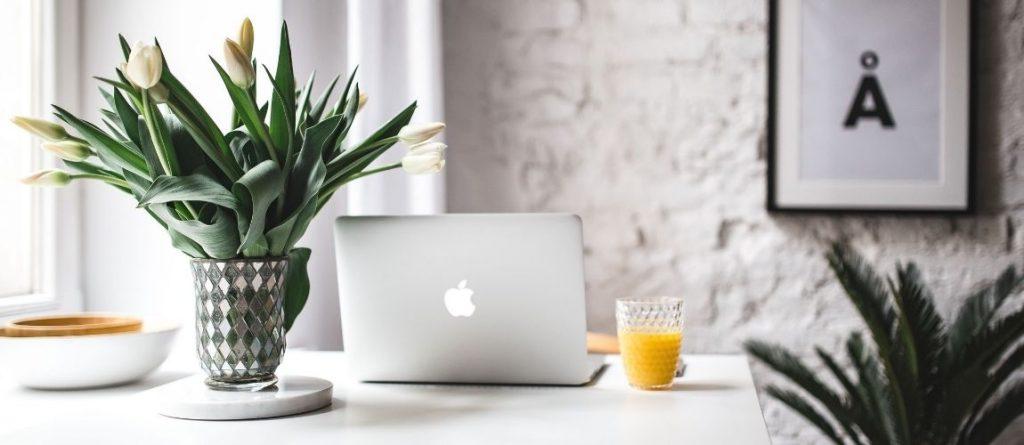 Un ordinateur pour écrire des articles de blog que personne ne lit