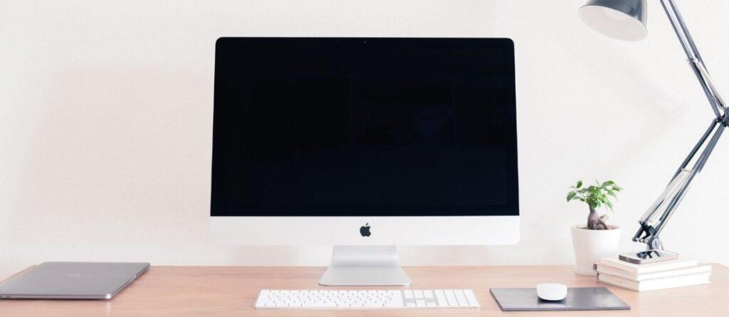Le bureau d'une blogueuse qui monétise son blog