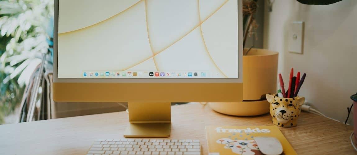 l'ordinateur d'un freelance entrepreneur qui utilise notion